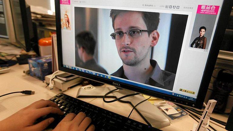 Najsłynniejsze zdjęcie Edwarda Snowdena - screen z wywiadu dla brytyjskiego Guardiana.