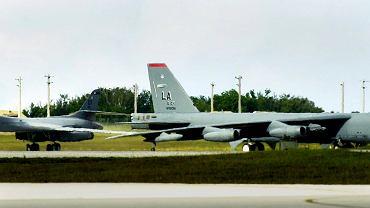 Amerykański bombowiec B-1B zaraz po wylądowaniu w bazie sił powietrznych Andersen na wyspie Guam. W środę Korea Północna zagroziła atakiem na wyspę.
