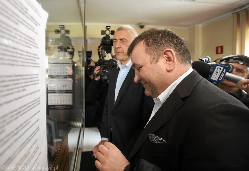 Stanisław Gawłowski i Roman Giertych sami przyjechali w piątek do Prokuratury Krajowej w Szczecinie