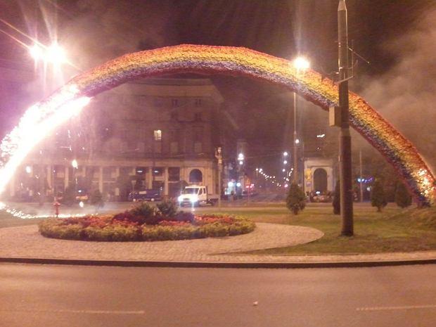 Zdjęcie płonącej tęczy przysłał serwisowi www.warszawa.gazeta.pl  czytelnik Jarosław
