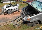 Śmiertelny wypadek na bocznej drodze trasy S7 w Dziekanowie Leśnym. W wyniku zderzenia jedna osoba zginęła, trzy osoby zostały ranne