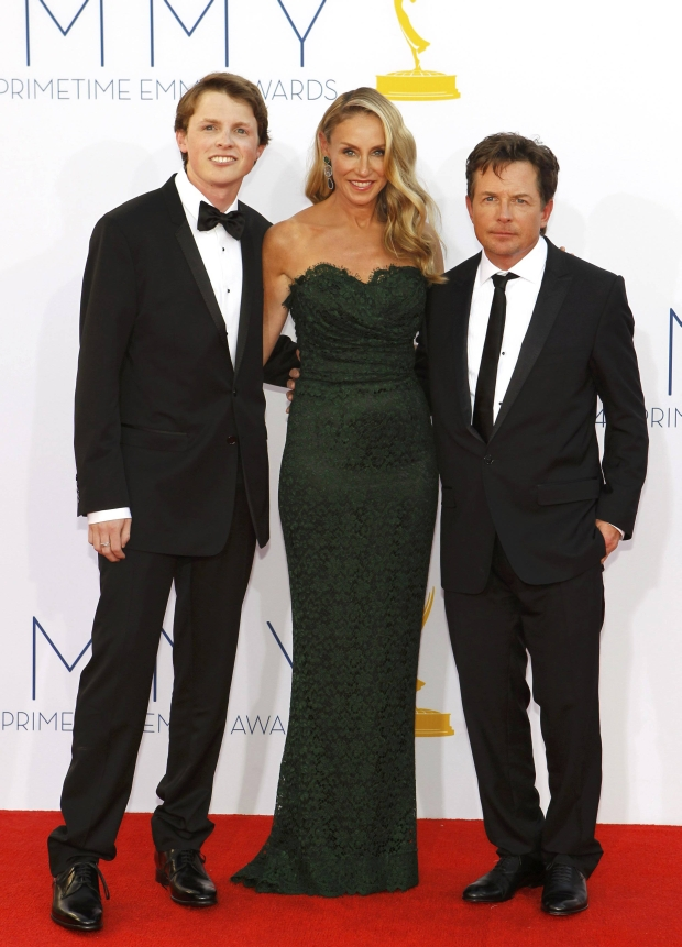 Actor Michael J. Fox (R) his wife Tracy Pollan and their son Sam arrive at the 64th Primetime Emmy Awards in Los Angeles September 23, 2012.  REUTERS/Mario Anzuoni (UNITED STATES  Tags: ENTERTAINMENT) (EMMYS-ARRIVALS)