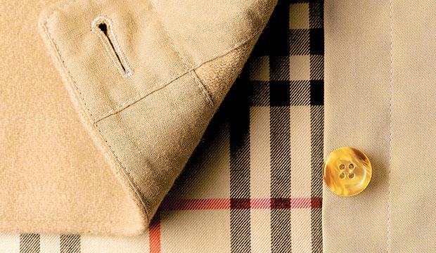 Logo z klasą, moda męska, styl, Burberry: historia angielskiej kratki, Podpinka w beżowo-czarno-biało-czerwoną kratkę