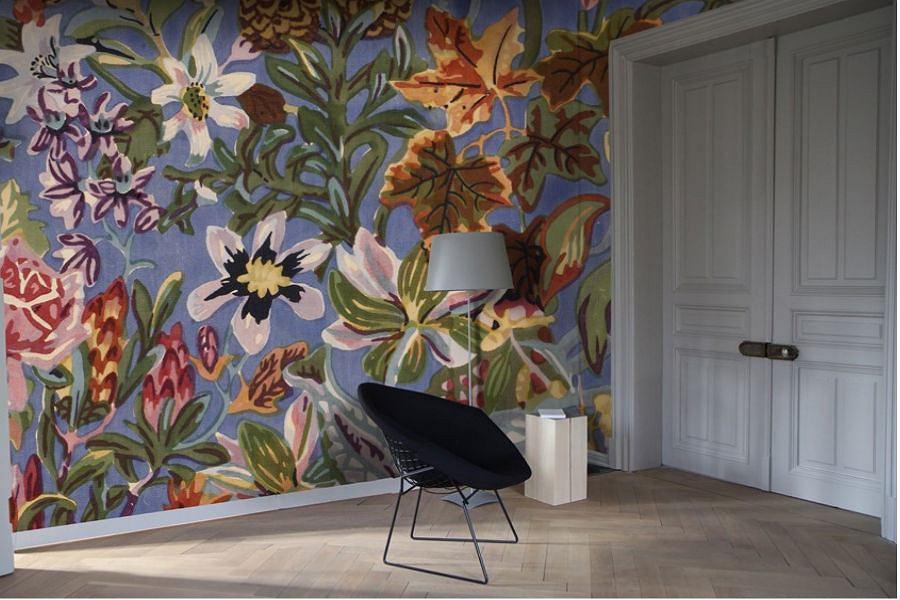 Aranżacja mieszkania - motywy kwiatowe na ścianach