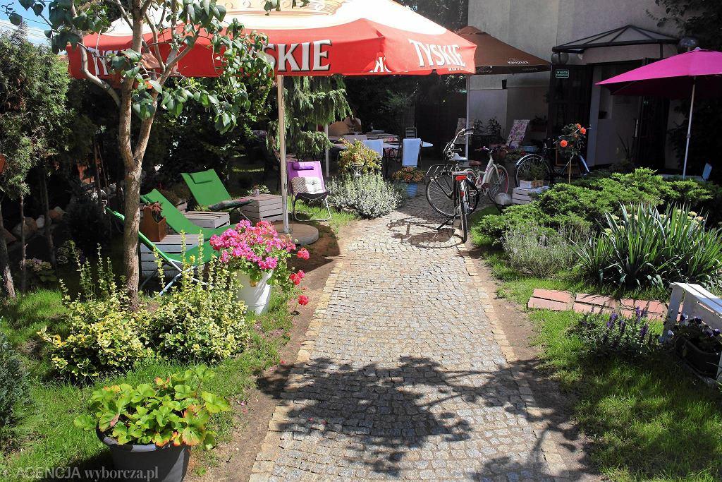 Ogródek restauracji Na Bielskiej przy ul. Bielskiej 30 / JACEK MARCZEWSKI