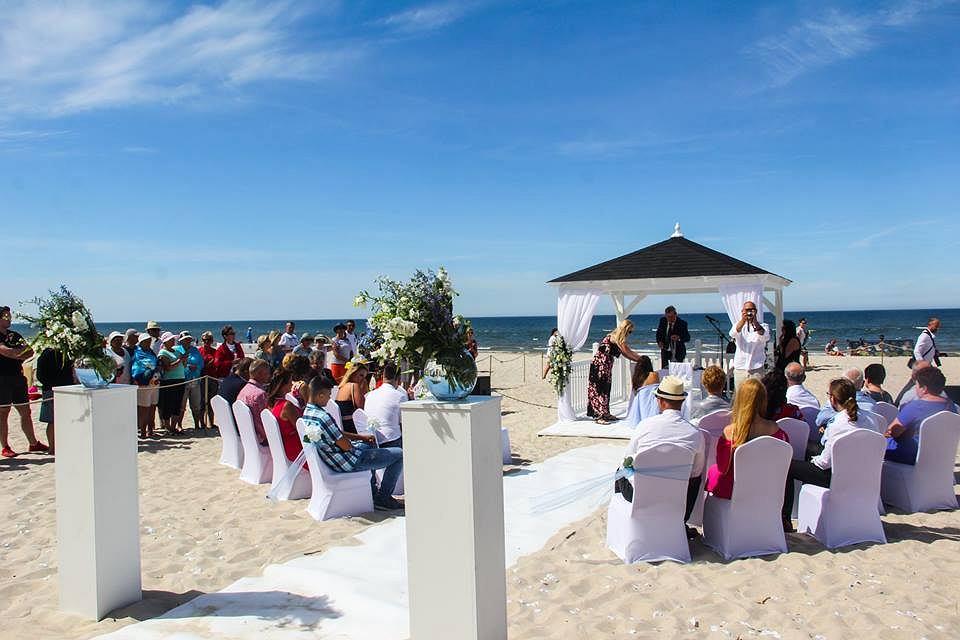 W łebie Jak W Las Vegas Modne Stały Się śluby Na Plaży