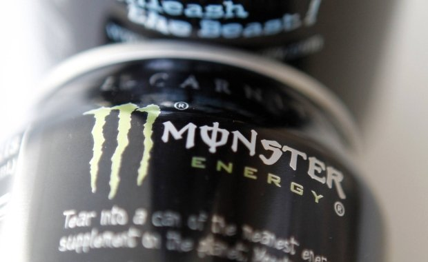 Coca-Cola inwestuje w napoje energetyczne. Kupi�a akcje Monster Beverage za ponad 2 mld dol.
