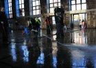 Bytomianie nie wierz� w obietnice PKP. Dworzec sprz�tali sami