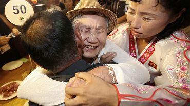 92-letnia Lee Keum-seom z Korei Płd. spotkała swojego 71-letniego syna Ri Sang Chola z Korei Płn.