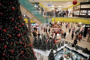 Centra handlowe zatłoczone, zakupy świąteczne robimy w internecie