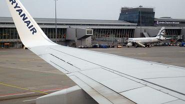 Ladowanie samolotu  Ryanair w na Lotnisku Chopina Warszawie