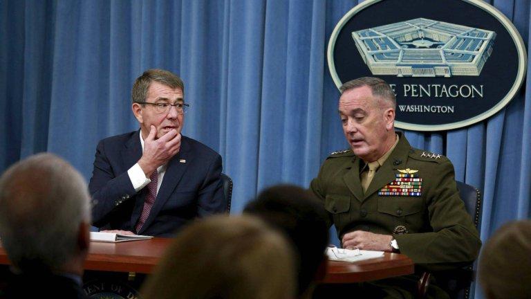Sekretarz Obrony USA Ash Carter i szef połączonych sztabów gen. Joseph Dunford