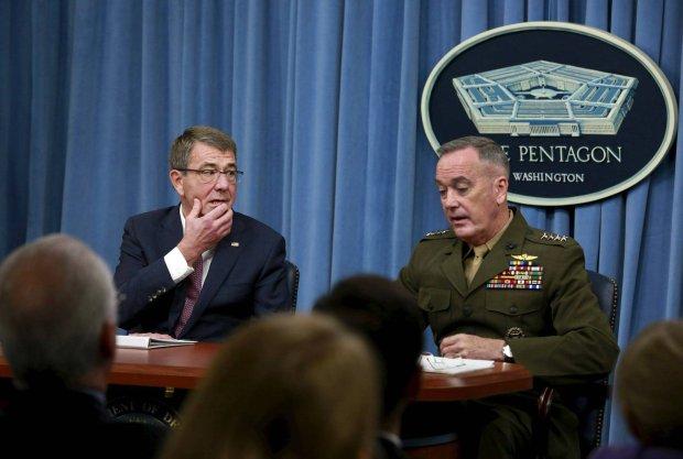 Sekretarz Obrony USA Ash Carter i szef po��czonych sztab�w gen. Joseph Dunford