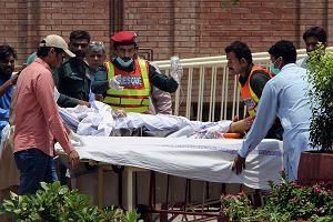 Pakistan. Zapaliło się paliwo z rozbitej cysterny. Nie żyje ponad 140 osób