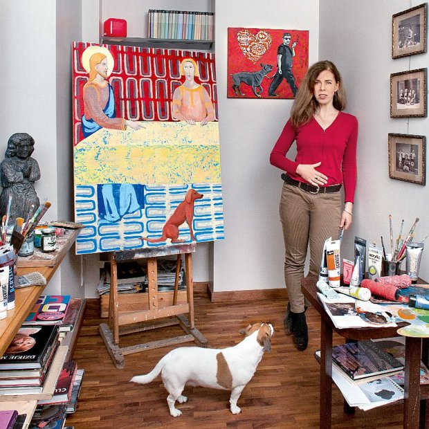 Hanna Pyrzy�ska w �oliborskim mieszkaniu i jej obrazy z nowego cyklu