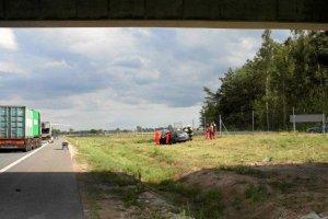 Wypadek na A1. �mig�owiec zabra� rannego do szpitala [ZDJ�CIA]