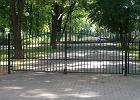 Ogrodzili park na Powiślu. Nie dali ludziom kluczy [WIDEO]