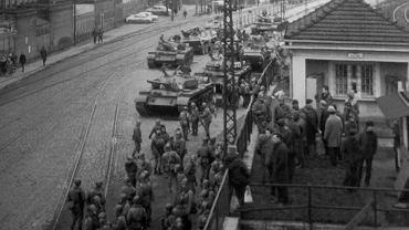 15 lub 16 grudnia 1970 r., czołgi i transportery opancerzone przed Bramą nr 3 Stoczni Gdańskiej