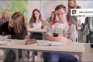 Halo, co z t� kom�rk� w szkole