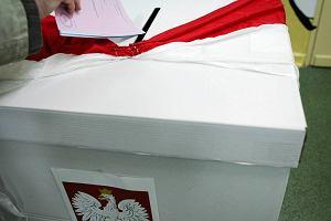 Policja zabra�a karty do g�osowania Powt�rzone wybory?