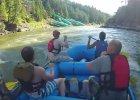 Wybrali się na spływ pontonem. Nagle zobaczyli w rzece trzy kadłuby boeingów [WIDEO]