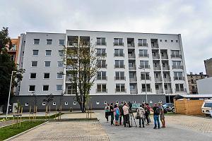 Nowy blok przy ulicy Wysokiej. Pierwsi lokatorzy odebrali już klucze