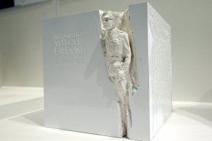 Rotmistrz Pilecki b�dzie upami�tniony sze�cienn� bry��