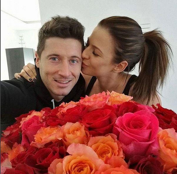 Zdjęcie numer 0 w galerii - Jak oni się kochają! Lewandowscy pokazali, jak świętują Walentynki
