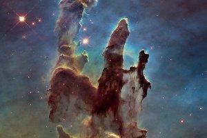 """Nowa ods�ona kultowego zdj�cia. Teleskop Hubble'a po 20 latach ponownie fotografuje """"filary stworzenia"""""""