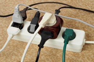 Gniazdka elektryczne na świecie - nie daj się zaskoczyć [IKONOGRAFIKA]