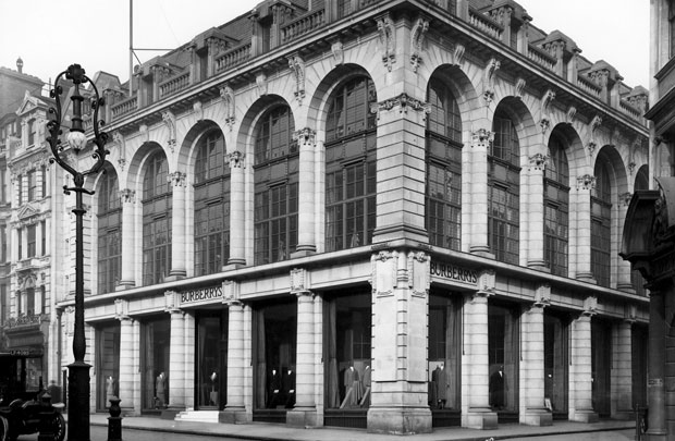Logo z klasą, moda męska, styl, Burberry: historia angielskiej kratki, Pierwsza londyńska siedziba firmy Burberry mieści się do dziś w okazałym budynku na West End