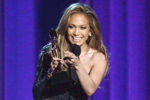 Jennifer Lopez wrzuci�a na Instagram zdj�cie. Internauci zachwyceni makija�em, a my zwr�cili�my uwag� na...