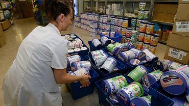 Usuwanie z półek opakowań mleka dla dzieci firmy Lactalis