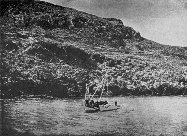Prace archeologów przy zatopionym wraku
