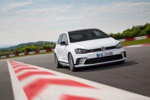Volkswagen Golf GTI Clubsport szaleje na torze w Portugalii