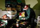 Nowe przepisy pozwalaj� hipermarketom oddawa� jedzenie