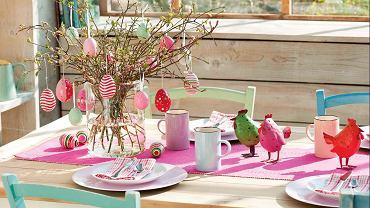 BARWNE KOKOSZKI. Gdy je ustawimy na wielkanocnym stole, a na gałązkach zawiesimy kolorowe pisanki -  od razu zrobi się weselej.
