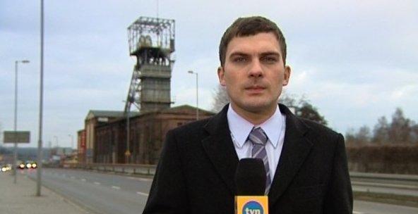 Rozpocz�� si� pogrzeb rodziny dziennikarzy, kt�ra zgin�a w wybuchu kamienicy
