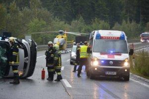 Wypadek polskiego vana w Austrii. Matka i c�rka zgin�y