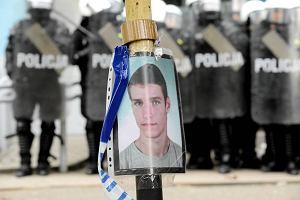 Szczecinianin oskarża policję o brutalne pobicie. Wyjaśnianie sprawy trwa już rok