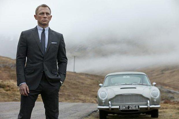 Już 6 listopada na ekrany kin wejdzie najnowszy film z serii przygód o Jamesie Bondzie. To dobra okazja, aby sprawdzić swoją muzyczną wiedzę o tej kultowej serii i przypomnieć sobie najlepsze utwory tytułowe.
