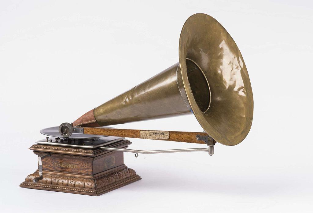 Gramofon marki Victor, ok. 1900 (kolekcja Jerzego Gogacza) / Materiały prasowe Muzeum Polin