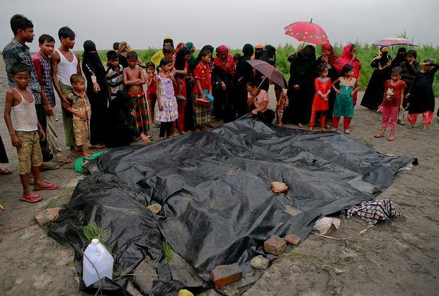 26 kobiet i dzieci Rohingya utonęło podczas przekraczania granicy Mjanmy i Bangladeszu