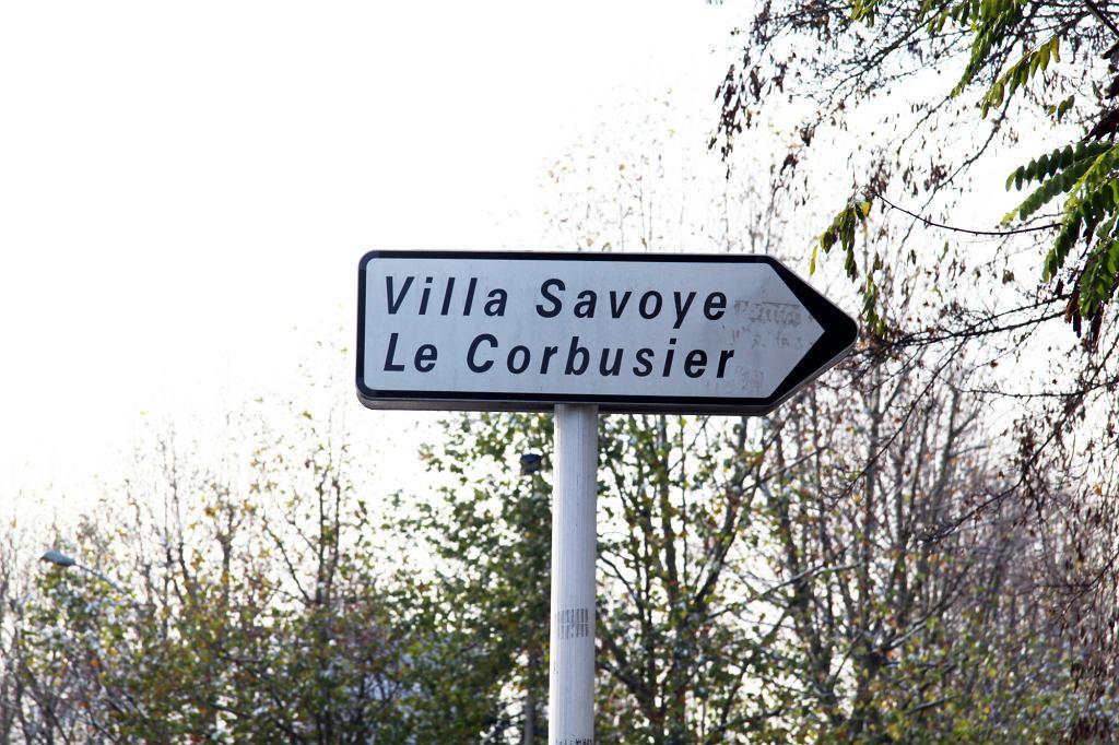 Willa Savoye'ów do dziś budzi duże zainteresowanie turystów (fot. Ing.Manga / Wikimedia.org / CC0)