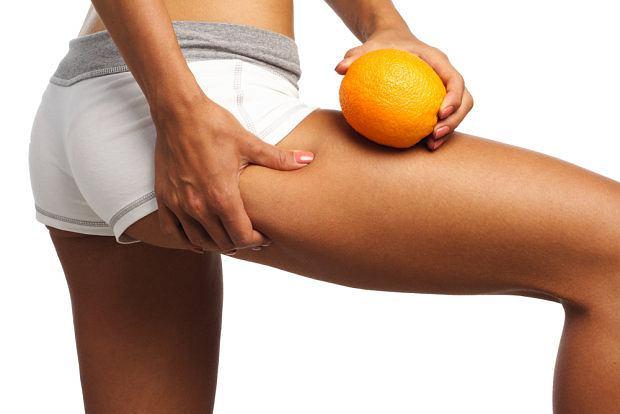 Przed wakacjami warto postara� si� zredukowa� pomara�czow� sk�rk�. Na pla�y b�dziemy czu� si� pi�kniej.