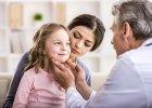 Kaszel męczy, głowa boli: jak przetrwać z chorym dzieckiem i resztą rodziny?