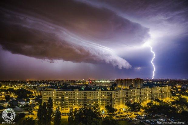 Zdj�cie burzy w Poznaniu robi furor�. Zrobi� je �ukasz Ogrodowczyk, fotoedytor Gazety Wyborczej