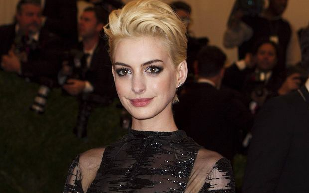 "Actress Anne Hathaway arrives at the Metropolitan Museum of Art Costume Institute Benefit celebrating the opening of ""PUNK: Chaos to Couture"" in New York, May 6, 2013. REUTERS/Lucas Jackson (UNITED STATES - Tags: ENTERTAINMENT FASHION)"