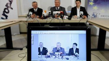 Marek Siwiec, Aleksander Kwaśniewski i Janusz Palikot podczas konferencji prasowej ws. ich wspólnej inicjatywy