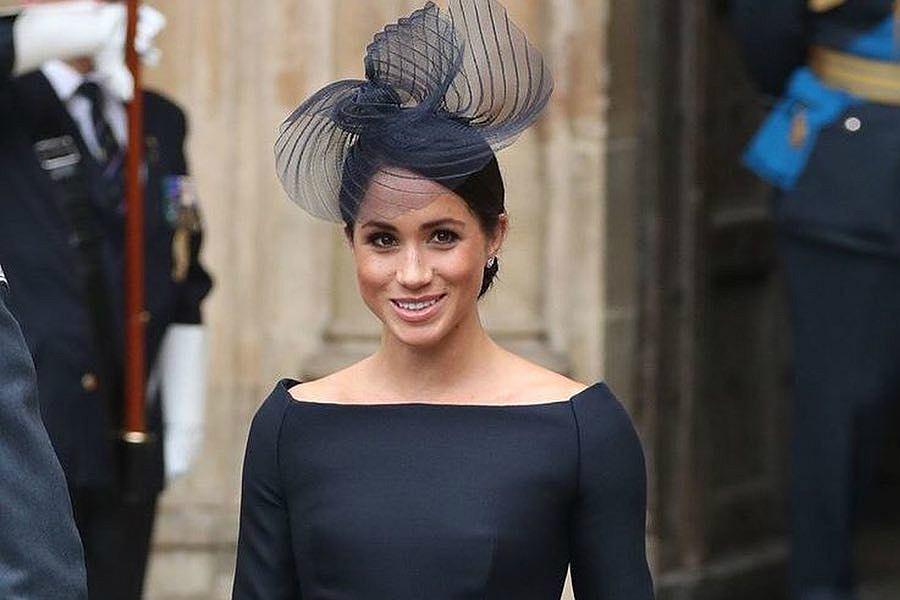 Meghan Markle, księżna Sussex w czarnej sukience